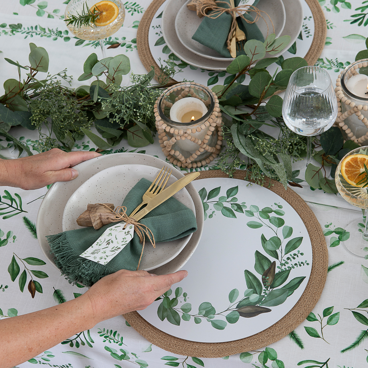 Table setting for Christmas | Pillow Talk